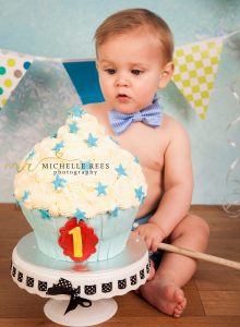 cake, cakesmash, baby, first, first birthday, birthday, studio, studio shoot, birthday cake, bunting, boy, girl, one, two, icing, cake, blue, green, studio, studio shoot, photo, photoshoot, photography, photo shoot, bow tie, celebrate, party, son, daughter, boy, girl, children, child, grand child,